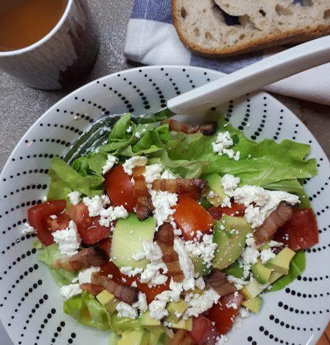 salata sa avokadom i sirom