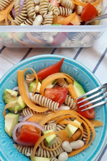 Salata sa testeninom avokadom i pasuljem