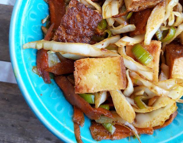 dimljeni tofu sa povrcem u kari sosu