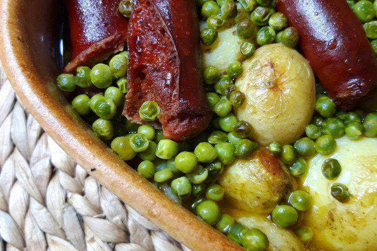 krompir iz rerne sa graškom i kobasicom