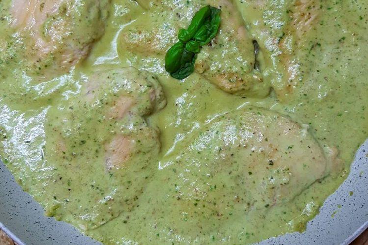 Piletina u sosu od bosiljka